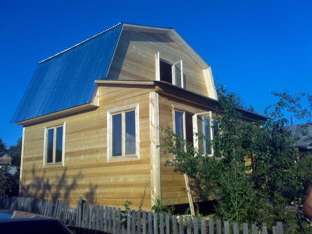 Дачный дом с мансардой - фото