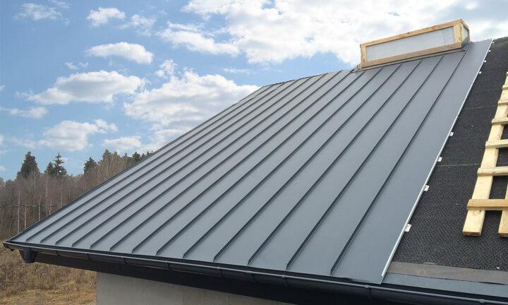 Фальцевая крыша дома